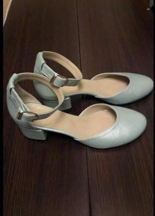 Туфли лодочки деленки из натуральной кожи с ремешком