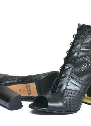 Летние ботинки перфорация кожа на устойчивом  каблуке