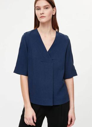 Блуза-футболка с v-образным вырезом