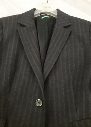 Темно серый шерстяной пиджак от benetton