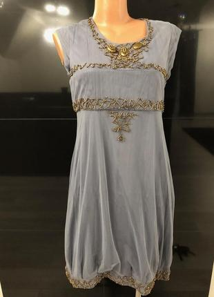 Нарядное платье серого цвета. вышивка бисером золотого цвета. ...