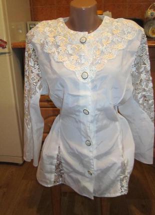 Нарядная шелковая блуза с кружевом