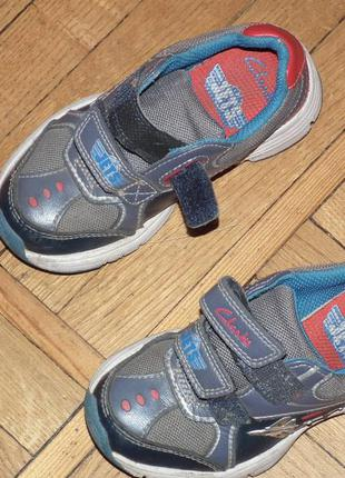 Кожаные кроссовки clarks,стелька-16 см,светятся