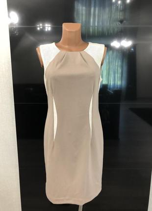 Бежевое платье из джерси с белыми вставками