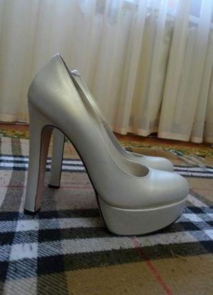 Нарядные туфли на платформе Tucino