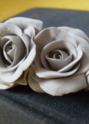 Прижим-заколка с цветами из полимерной глины ручной работы