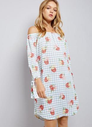 Платье со спущенными плечами на резинке в клетку принт рисунок...