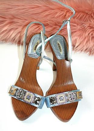Босоножки на каблуке с камнями блеск дерево 100% кожа италия l...