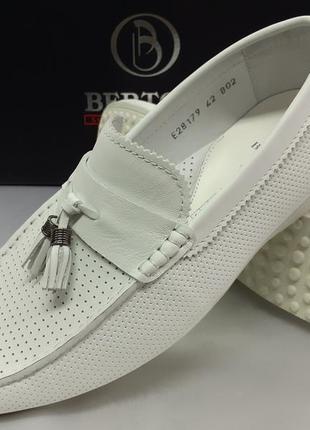 Распродажа!весенне-летние кожаные мокасины белые bertoni