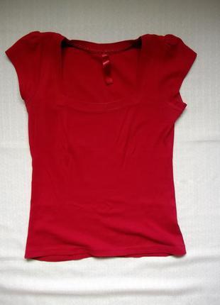 Красная футболка с рукавом-фонарик