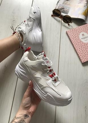 Идеальные белые кроссовки с вставками из сетки