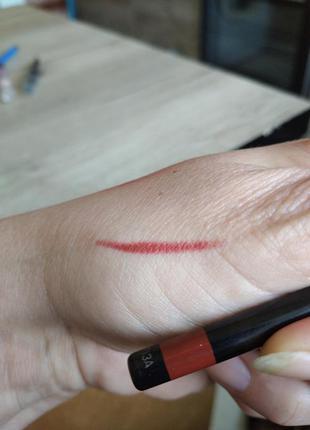 Контурный красный карандаш для губ фирмы avon