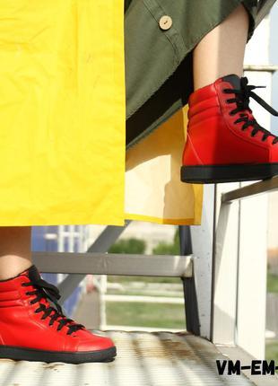 Кожаные красные спортивные ботинки