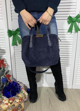 Вместительная синяя сумка из замши