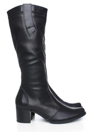 Женские сапоги на невысоком каблуке