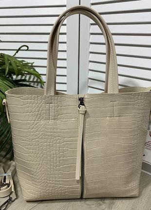 Стильная бежевая сумка
