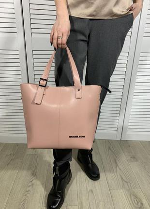 Светло-пудровая сумка с логотипом