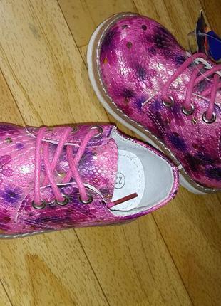 Детские туфли с цветочным рисунком польша