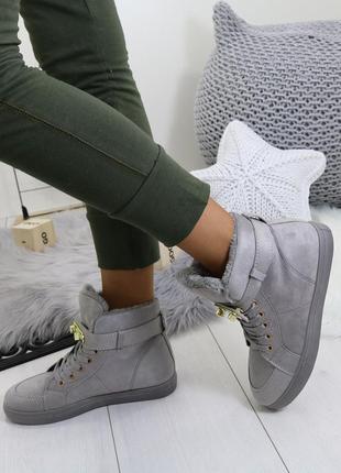 Женские серые зимние ботинки кроссовки высокие