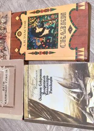 Книги Роберт Льюис Стивенсон, Пушкин, Жюль Верн, Толстой