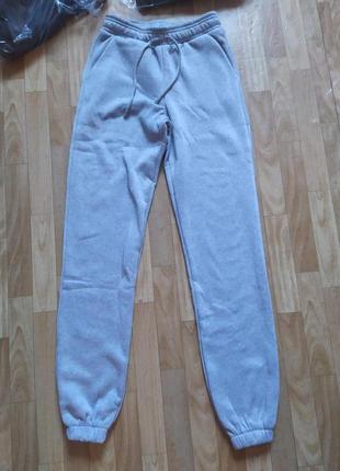 Женские спортивные штаны трехнить на флисе