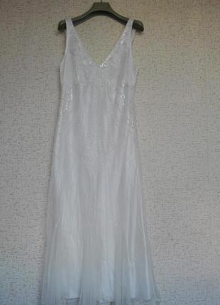 Нежное платье полностью расшито бисером