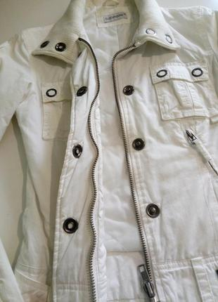Белая куртка,курточка clockhause