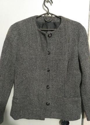 Итальянский стильный шерстяной пиджак в рубчик