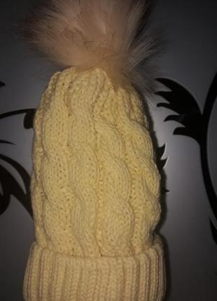 Женская зимняя вязанная шапка с бубоном, желтая