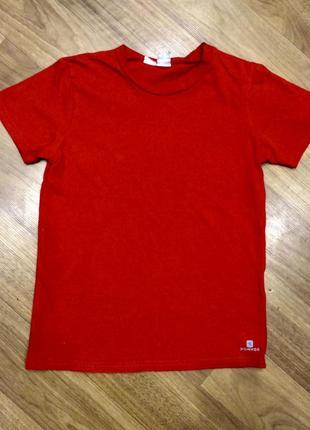 Красная футболка domyos на возраст 6-7 лет