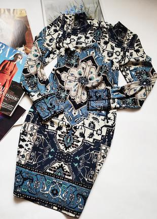 Платье с оригинальным принтом warehouse