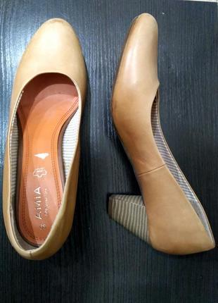 Бежевые кожаные туфли лодочки amia 39 размер