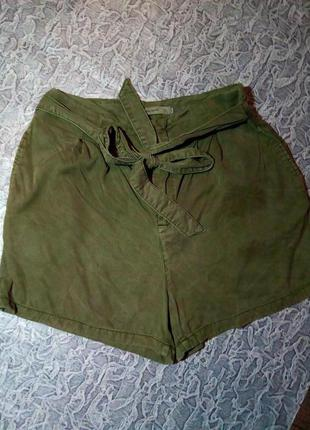 Женские шорты с высокой талией.