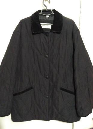 Чёрная стёганая демисезонная куртка размер 48/20/4xl