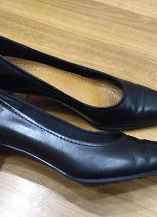Кожаные туфли лодочки venturini италия, небольшой устойчивый к...
