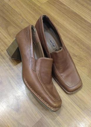 Коричневые кожаные туфли tamaris на устойчивом каблуке 38 размер