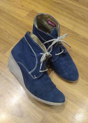 Замшевые ботинки tamaris на танкетке 41 размер