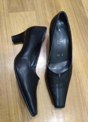Кожаные классические туфли ara на устойчивом каблуке 38,5 р./2...