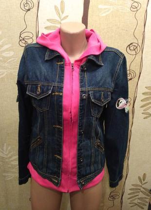 Джинсовая куртка, пиджак с трикотажными вставками и капюшоном