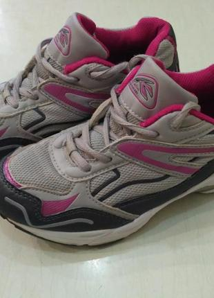 Лёгкие летние кроссовки