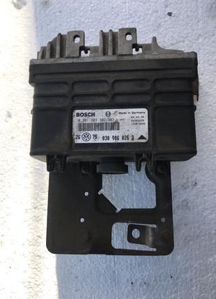 Блок управления двигателем Volkswagen Golf 3 Гольф (030906026)