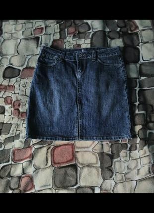 Юбка джинсовая спереди с розрезом