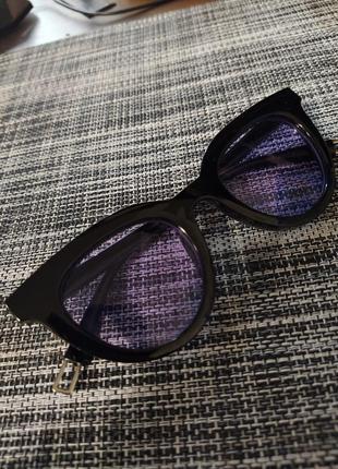 Очки солнцезащитные черные с фиолетовыми линзами