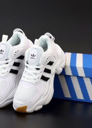 Женские белые кроссовки адидас adidas consortium magmur