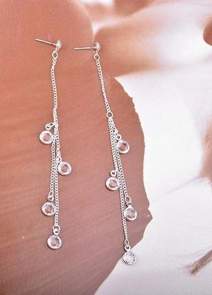 Длинные серьги серебристого цвета с кристаллами