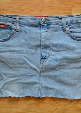 Джинсовая мини юбка с рваными краями oxxy