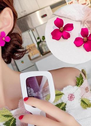Красочные серьги гвоздики розовый цветок