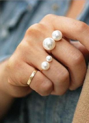 Кольцо с жемчужинкой золотистого цвета