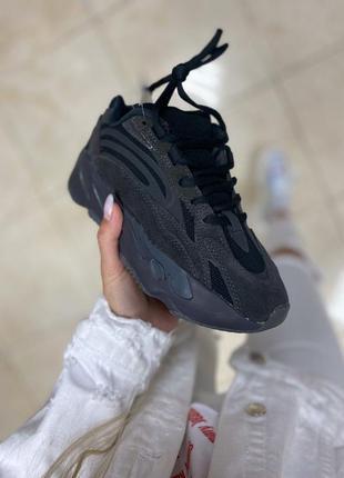 Женские кроссовки адидас изи буст чёрные