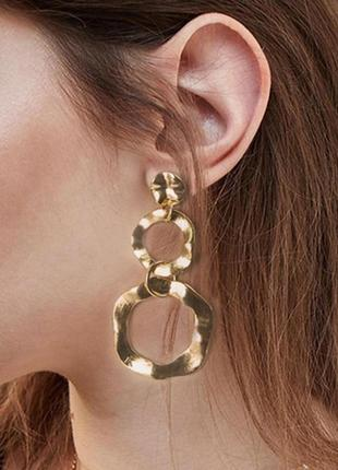 Длинные стильные серьги золотые кольца